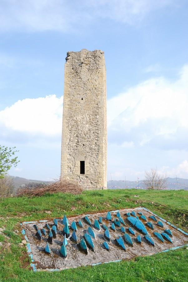 Fotografie e immagini il giardino pietrificato e la torre for Giardino rimini